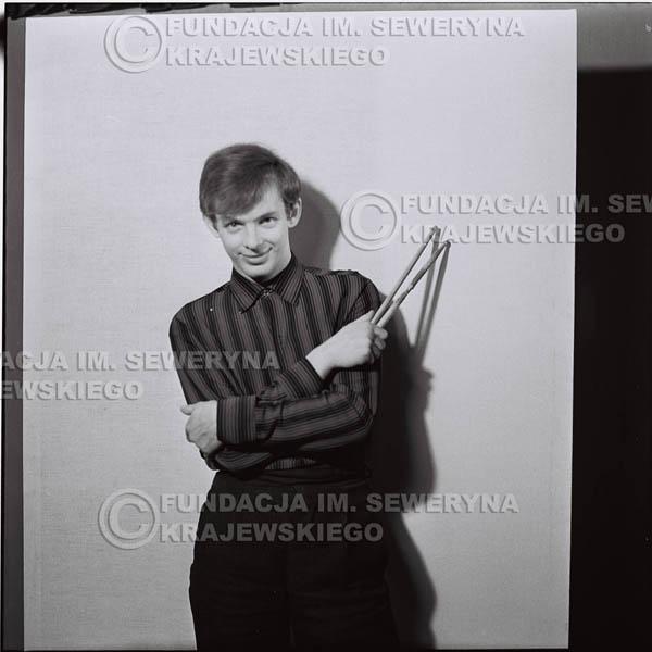 # 428 - Jerzy Skrzypczyk, sesja zdjęciowa do płyty pt: 'Czerwone Gitary 3', 1967r.