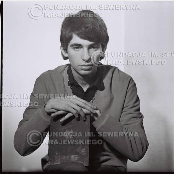 # 432 - Seweryn Krajewski, sesja zdjęciowa do płyty pt: 'Czerwone Gitary 3', 1967r.