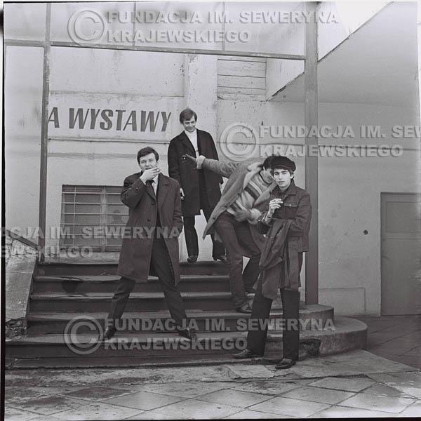 # 435 - Czerwone Gitary, 1967r. sesja w Sopocie (zdjęcia dla fanów do autografów)
