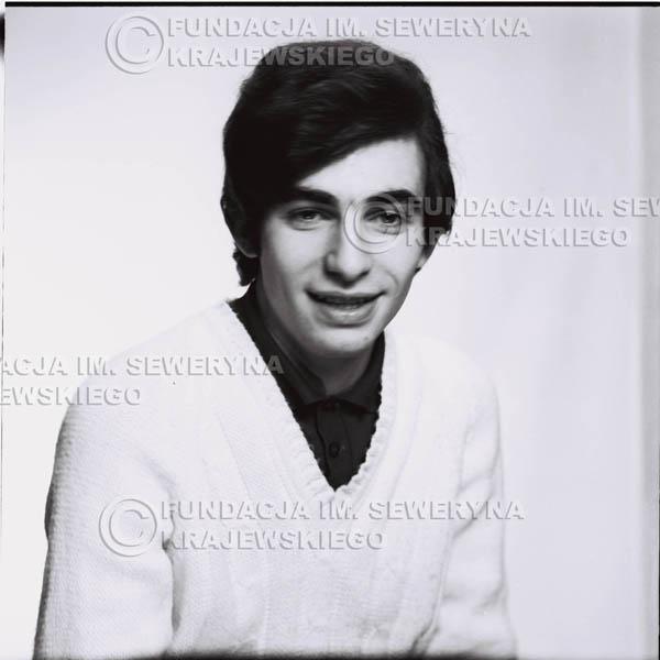 # 451 - Seweryn Krajewski, sesja zdjęciowa do płyty pt: 'Czerwone Gitary 3', 1967r.