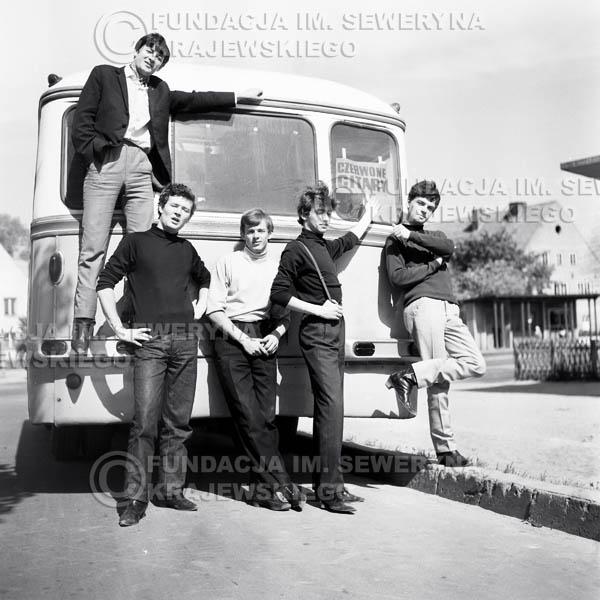 # 47 - Czerwone Gitary 1966r. Od lewej Krzysztof Klenczon, Bernard Dornowski, Jerzy Skrzypczyk, Seweryn Krajewski, Jerzy Kossela