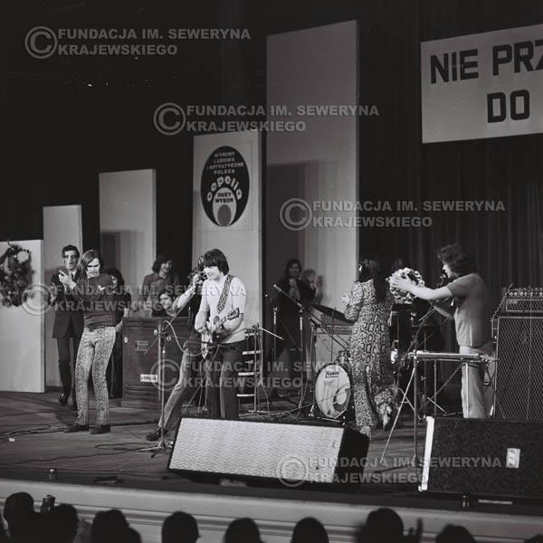 # 481 - Trasa koncertowa na dziesięciolecie Niebiesko - Czarnych, a jednocześnie ostatnia trasa koncertowa Krzysztofa Klenczona przed wyjazdem do USA pod hasłem 'Nie Przejdziemy do Historii'.1971r.