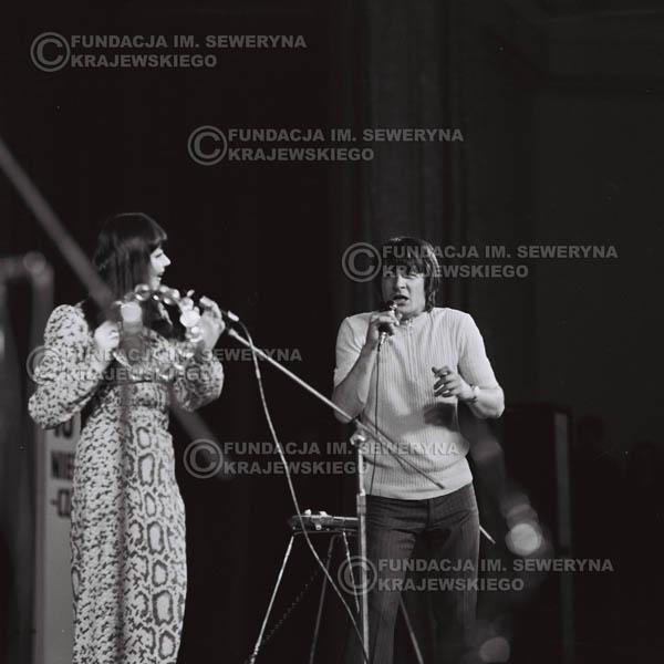 # 486 - Krzysztof Klenczon , Ada Rusowicz - Trasa koncertowa na dziesięciolecie Niebiesko - Czarnych, a jednocześnie ostatnia trasa koncertowa Krzysztofa Klenczona przed wyjazdem do USA pod hasłem 'Nie Przejdziemy do Historii'. 1971r.