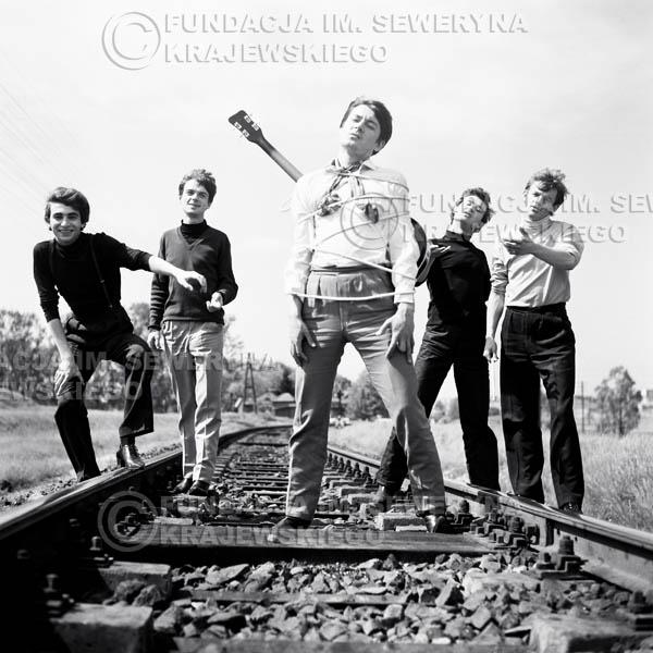 # 49 - Czerwone Gitary 1966r. Od lewej Seweryn Krajewski, Jerzy Kossela, Krzysztof Klenczon, Bernard Dornowski, Jerzy Skrzypczyk