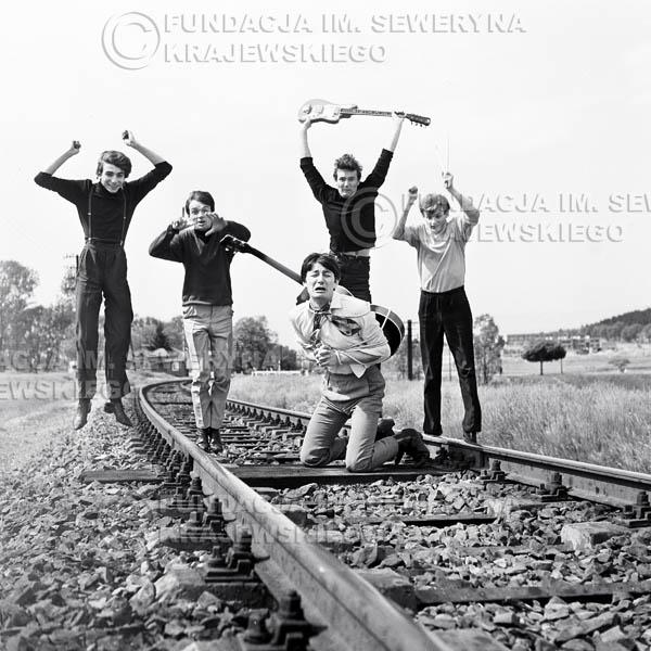 # 50 - Czerwone Gitary 1966r. Od lewej Seweryn Krajewski, Jerzy Kossela, Krzysztof Klenczon, Bernard Dornowski, Jerzy Skrzypczyk