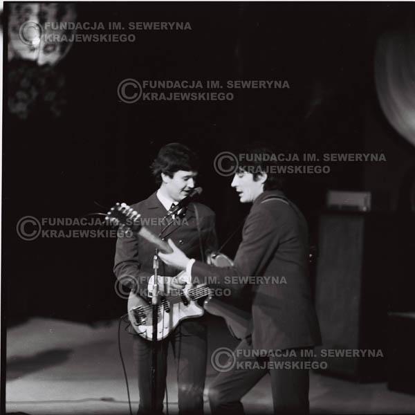 # 528 - 1968r kwiecień,  Musicorama (powstała z inicjatywy Franciszka Walickiego) Sala Kongresowa w Pałacu Kultury i Nauki w Warszawie . Od lewej: Bernard Dornowski, Krzysztof Klenczon.