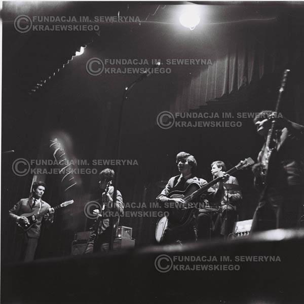 # 534 - Koncert 'Czerwone Gitary' w Elblągu w 1965r. Dd lewej: Bernard Dornowski, Jerzy Kosela, Seweryn Krajewski, Jerzy Skrzypczyk i Krzysztof Klenczon.