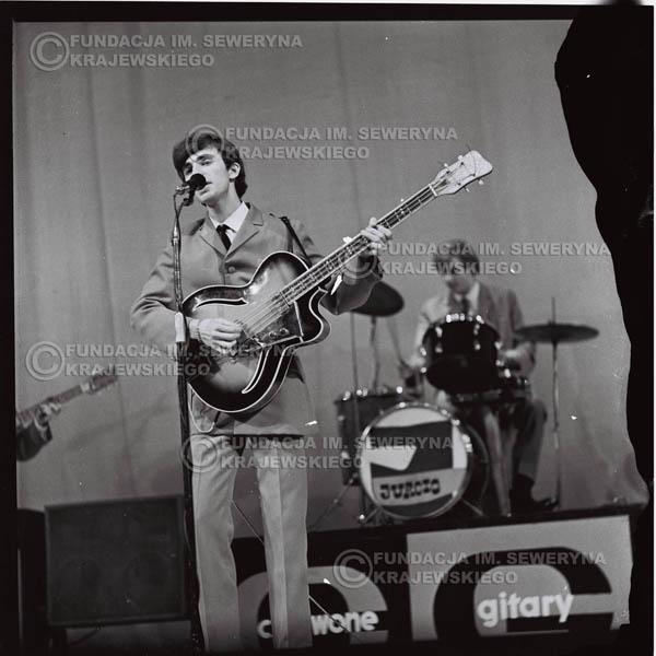 # 567 - Koncert 'Czerwonych Gitar' 1966r. w Elblągu. Na pierwszym planie Seweryn Krajewski.