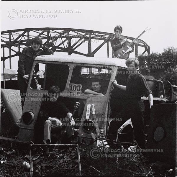 # 588 - 1966r. Czerwone Gitary, Łódź.  Zdjęcie z sesji do okładki pierwszego longpleya pod tytułem  'To Wlasnie My'.