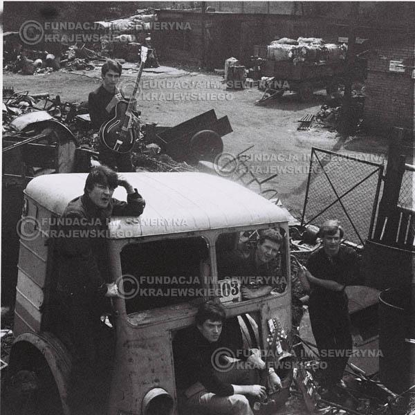 # 598 - 1966r. Czerwone Gitary, Łódź.  Zdjęcie z sesji do okładki pierwszego longpleya pod tytułem  'To Wlasnie My'.