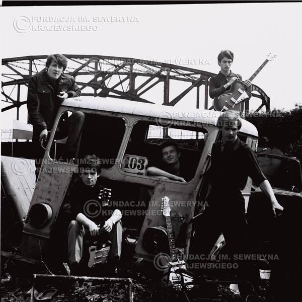 # 606 - 1966r. Czerwone Gitary, Łódź.  Zdjęcie z sesji do okładki pierwszego longpleya pod tytułem  'To Wlasnie My'.