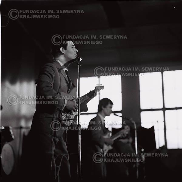 # 615 - 1966r. Hala Stoczni Gdańskiej. Bernard Dornowski.
