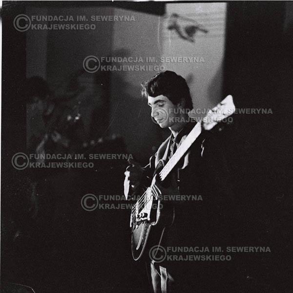 # 625 - 1966r, Nonstop. Koncert Czerwone Gitary. Na pierwszym planie Seweryn Krajewski.