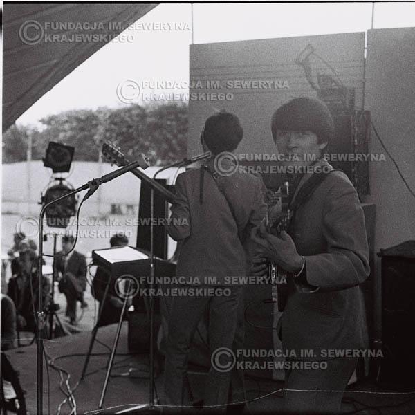 # 632 - 1966r, Nonstop. Koncert Czerwone Gitary. Na pierwszym planie Krzysztof Klenczon
