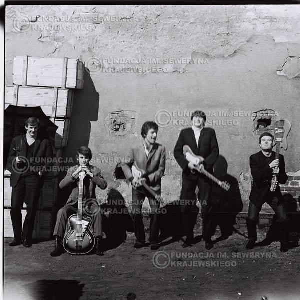 # 655 - 1966r. Czerwone Gitary, Łódź.  Zdjęcie z sesji do okładki pierwszego longpleya Czerwonych Gitar pod tytułem:  'To Wlaśnie My'.