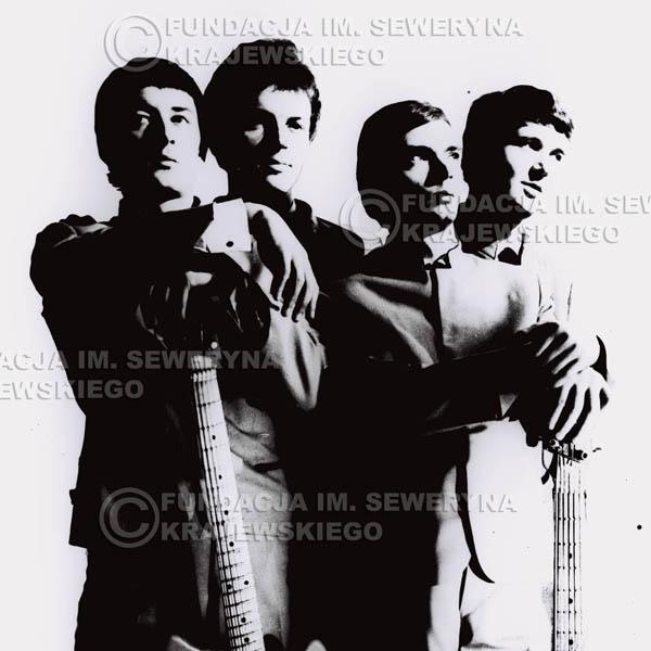 # 82 - Czerwone Gitary, od lewej: Krzysztof Klenczon, Jerzy Kosela, Henryk Zomerski, Bernard Dornowski, 1965r.