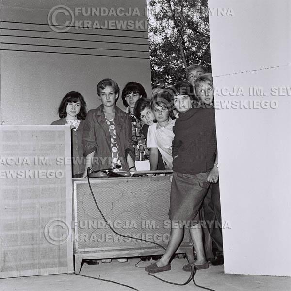 # 83 - Dziewczyny, Non Stop, 1966r.