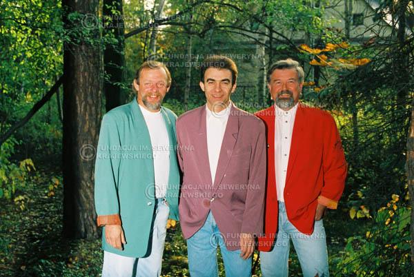 # 905 - Czerwone Gitary w składzie: Jerzy Skrzypczyk, Seweryn Krajewski, Bernard Dornowski. 1991r., sesja zdjęciowa w Michalinie.