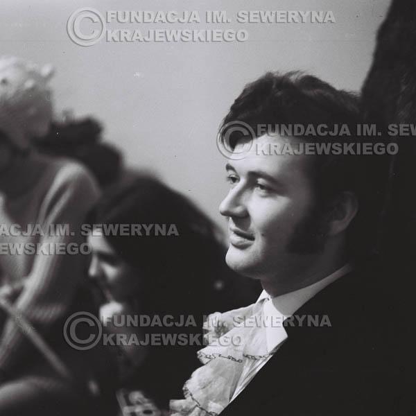 # 90 - Bernard Dornowski w garderobie 1968r.