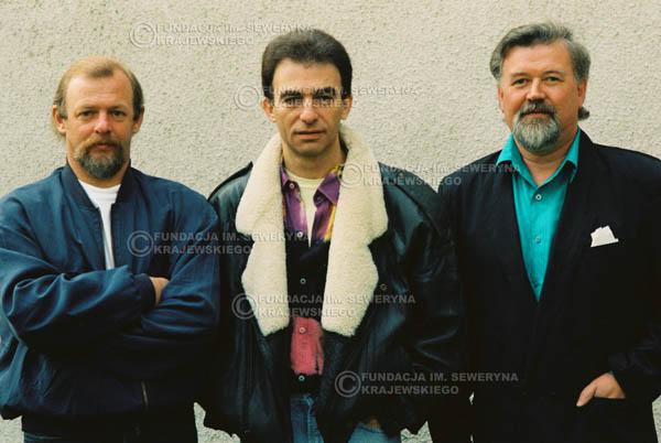 # 922 - Czerwone Gitary w składzie: Jerzy Skrzypczyk, Seweryn Krajewski, Bernard Dornowski. 1991r., sesja zdjęciowa w Michalinie.
