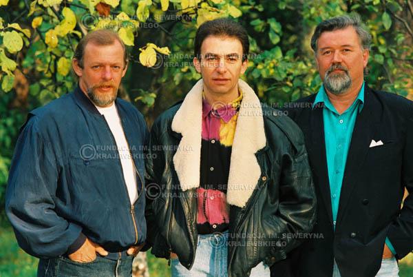 # 932 - 1991r. sesja zdjęciowa w Michalinie, Czerwone Gitary w składzie: Seweryn Krajewski, Bernard Dornowski, Jerzy Skrzypczyk