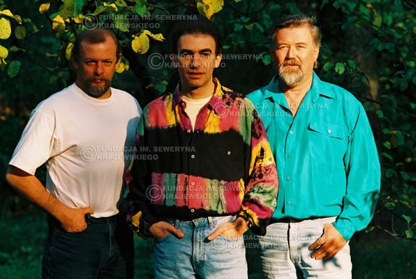 # 942 - 1991r. sesja zdjęciowa w Michalinie, Czerwone Gitary w składzie: Seweryn Krajewski, Jerzy Skrzypczyk, Bernard Dornowski.