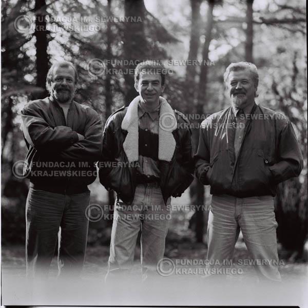 # 1093 - Czerwone Gitary w składzie: Seweryn Krajewski, Jerzy Skrzypczyk, Bernard Dornowski. 1991r. sesja zdjęciowa w Michalinie.