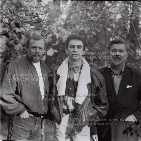 # 1094 - Czerwone Gitary w składzie: Seweryn Krajewski, Jerzy Skrzypczyk, Bernard Dornowski. 1991r. sesja zdjęciowa w Michalinie.