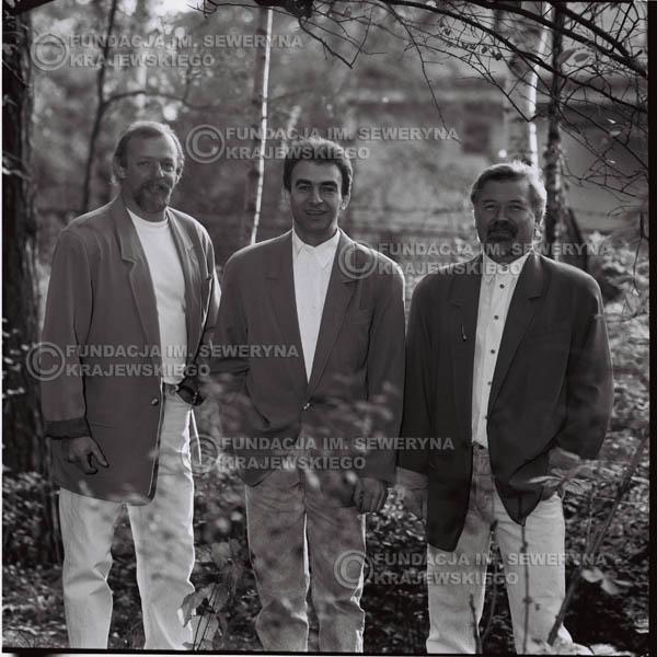 # 1101 - Czerwone Gitary w składzie: Seweryn Krajewski, Jerzy Skrzypczyk, Bernard Dornowski. 1991r. sesja zdjęciowa w Michalinie.