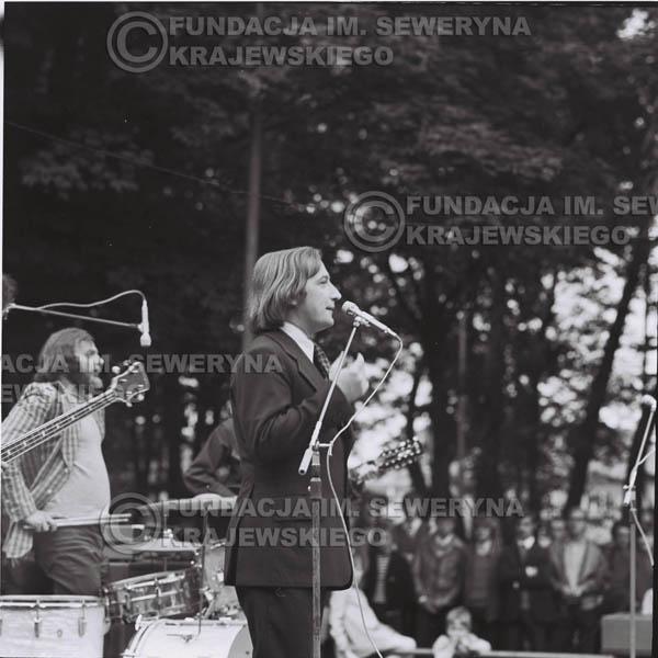 # 1215 - 1973r., Bytom-Bobrek – Tadeusz Górny (dziennikarz III programu Polskiego Radia) – prowadził koncert Czerwonych Gitar.