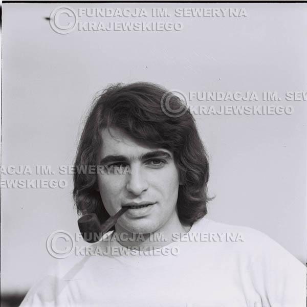 # 1230 - Seweryn Krajewski z fajką (Seweryn palił w tamtych czasach fajkę, L.Sagan po raz pierwszy uwiecznił go z fajką na zdjęciach).