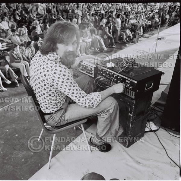 # 1238 - Zbigniew Łukasiewicz – ówczesny akustyk zespołu - 1975r. koncert Czerwonych Gitar w Ostrawie w ówczesnej Czechosłowacji na terenach wystawowych 'Czarna Łąka'.