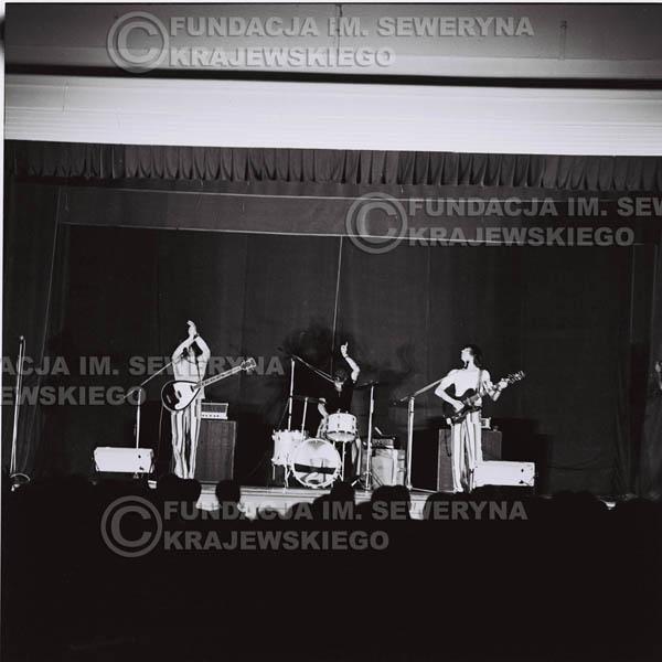 # 1250 - 1973r., koncert Czerwonych Gitar w Teatrze Polskim we Wrocławiu. Czerwone Gitary po odejściu Krzysztofa Klenczona w składzie: Seweryn Krajewski, Jerzy Skrzypczyk, Bernard Dornowski.