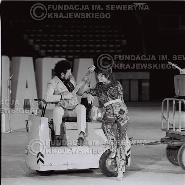 # 1260 - 1975r. TV Katowice, program telewizyjny 'Studio Rondo' realizowany w katowickim Pałacu Młodzieży, Valdemar Matuska – piosenkarz z ówczesnej Czechosłowacji.