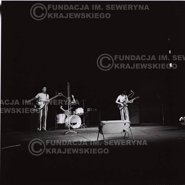 # 1287 - 1973r. koncert Czerwonych Gitar w Poznaniu, od lewej: Bernard Dornowski, Jerzy Skrzypczyk, Seweryn Krajewski.