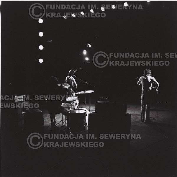 # 1289 - 1973r. koncert Czerwonych Gitar w Poznaniu, od lewej: Bernard Dornowski, Jerzy Skrzypczyk, Seweryn Krajewski.
