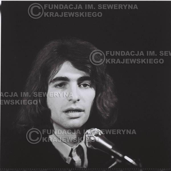 # 1299 - Seweryn Krajewski – 1974r. koncert Czerwonych Gitar w Teatrze Letnim w Sopocie. Dodatkową atrakcją dla widzów była wystawa zdjęć Czerwonych Gitar autorstwa Lesława Sagana, która niestety została skradziona w całości.