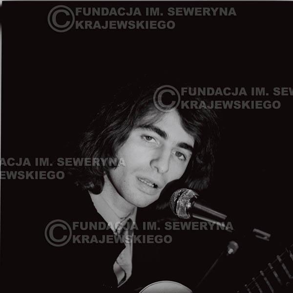 # 1301 - Seweryn Krajewski – 1974r. koncert Czerwonych Gitar w Teatrze Letnim w Sopocie. Dodatkową atrakcją dla widzów była wystawa zdjęć Czerwonych Gitar autorstwa Lesława Sagana, która niestety została skradziona w całości.