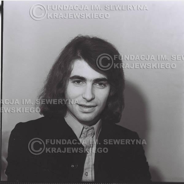 # 1305 - Seweryn Krajewski – 1974r. koncert Czerwonych Gitar w Teatrze Letnim w Sopocie. Dodatkową atrakcją dla widzów była wystawa zdjęć Czerwonych Gitar autorstwa Lesława Sagana, która niestety została skradziona w całości.