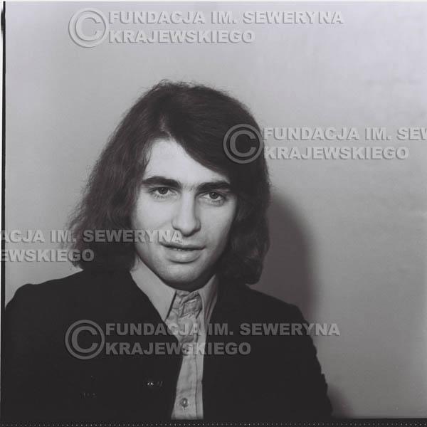 # 1309 - Seweryn Krajewski – 1974r. koncert Czerwonych Gitar w Teatrze Letnim w Sopocie. Dodatkową atrakcją dla widzów była wystawa zdjęć Czerwonych Gitar autorstwa Lesława Sagana, która niestety została skradziona w całości.