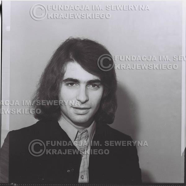 # 1311 - Seweryn Krajewski – 1974r. koncert Czerwonych Gitar w Teatrze Letnim w Sopocie. Dodatkową atrakcją dla widzów była wystawa zdjęć Czerwonych Gitar autorstwa Lesława Sagana, która niestety została skradziona w całości.