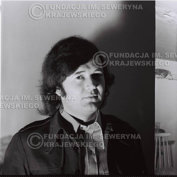 # 1334 - 1974r. Bernard Dornowski w garderobie.