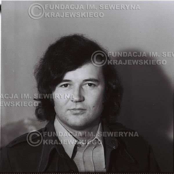 # 1337 - 1974r. Bernard Dornowski w garderobie.