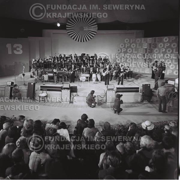 # 1338 - 1975r. Festiwal Polskiej Piosenki w Opolu, występ Czerwonych Gitar.