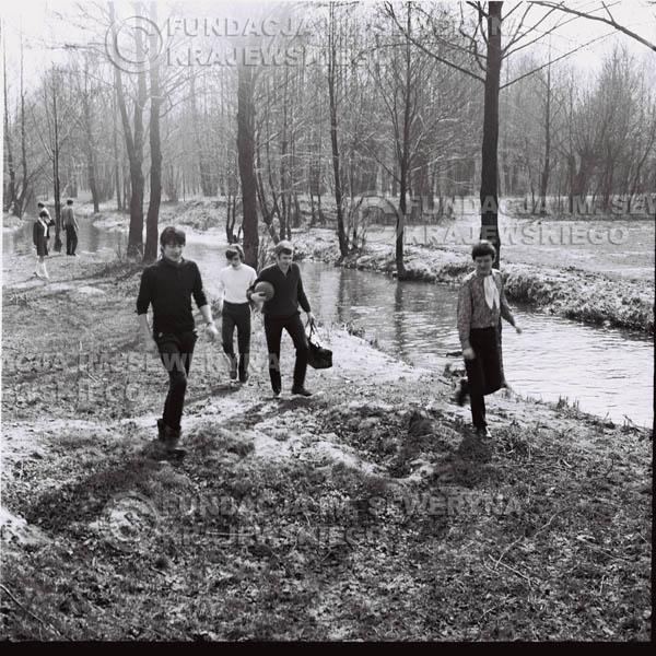 # 135 - 1967r. Czerwone Gitary na łonie natury pod Warszawą