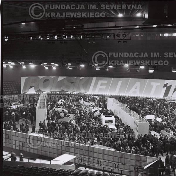 # 1365 - 1972r. Katowice, Hala Widowiskowo-Sportowa 'Spodek', Wielka Wystawa Samochodów, prezentacja polskiego Fiata 126p.