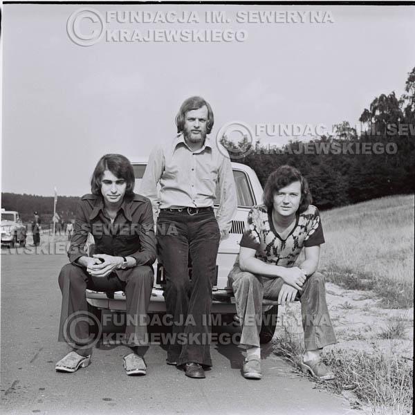 # 1463 - Poznań 1974 rok- Czerwone Gitary (w składzie: Seweryn Krajewski, Bernard Dornowski, Jerzy Skrzypczyk) z Fiatem 126p nad Jeziorem Malta, ówczesna propozycja reklamowa, która jednak nie doszła do skutku. Powstała nawet piosenka o małym polskim Fiacie