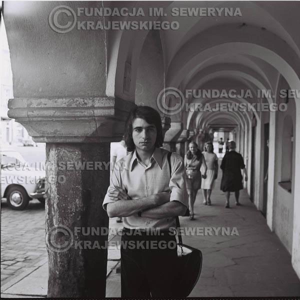 # 1482 - 1973r. Poznań, Seweryn Krajewski na poznańskiej Starówce.