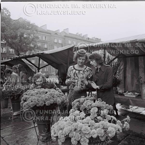 # 1490 - 1973r. Poznań, sesja zdjęciowa na ulicach Poznania. Czerwone Gitary w składzie: Bernard Dornowski, Seweryn Krajewski, Jerzy Skrzypczyk.