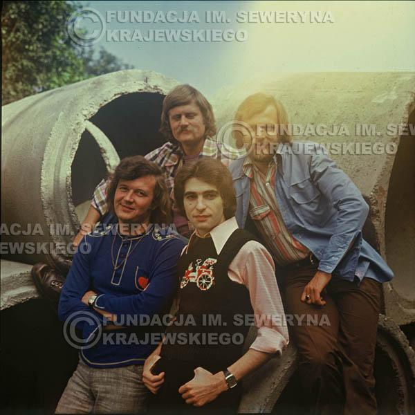 # 1499 - 1975r. sesja zdjęciowa w Sanoku. . Czerwone Gitary w składzie: Bernard Dornowski, Seweryn Krajewski, Ryszard Kaczmarek, Jerzy Skrzypczyk.